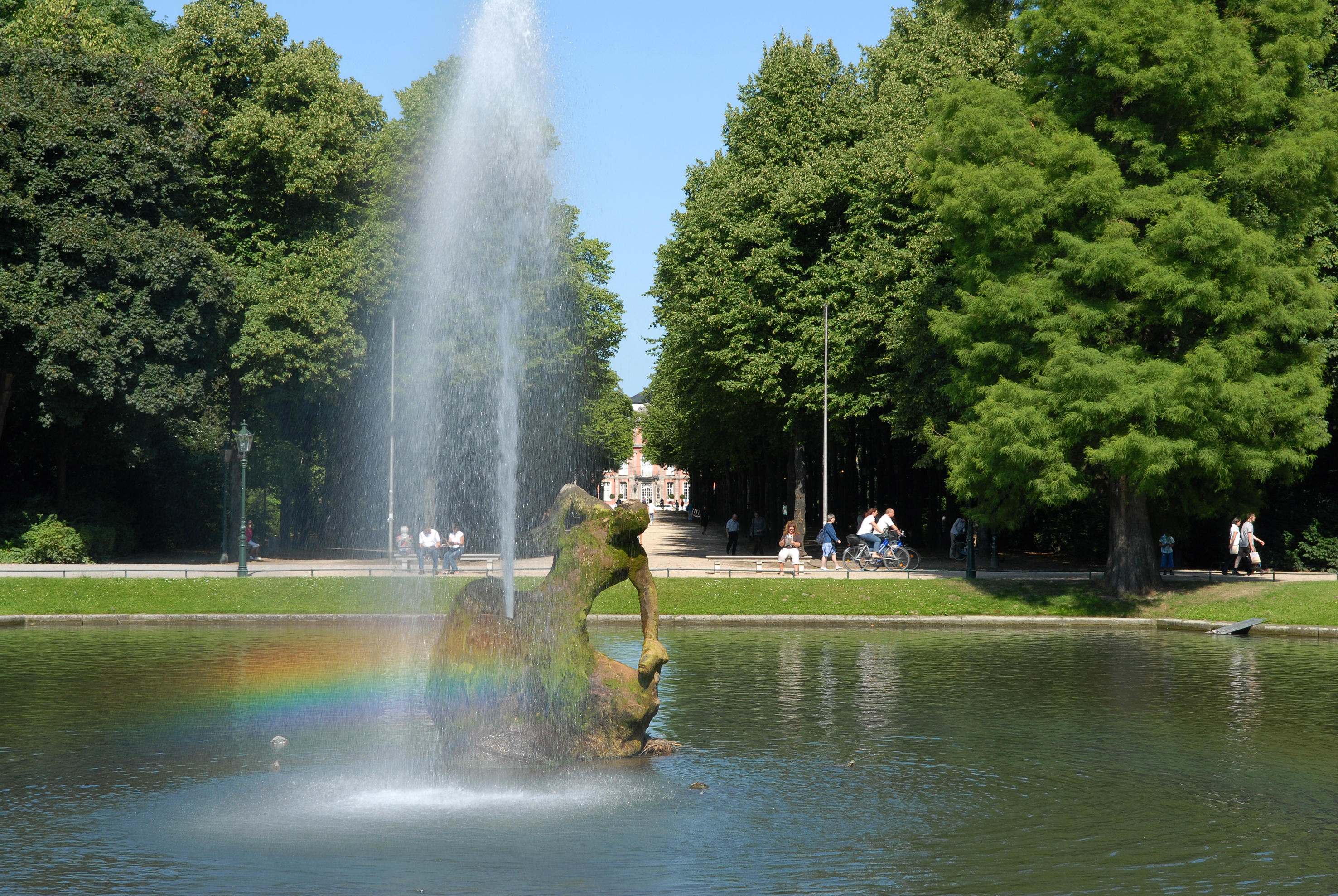 Dusseldorf Park: features, history of construction, a temple in the park 40