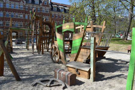 Klettergerüst Reck : Spielplatz scharnhorstplatz stadt chemnitz
